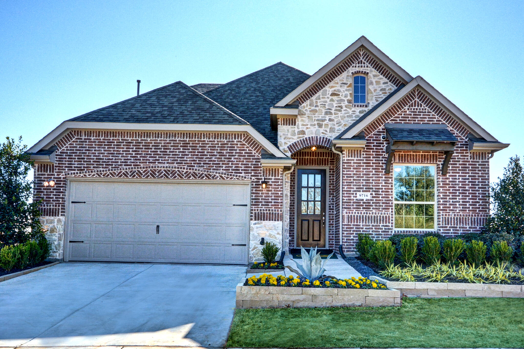 New Homes in Oak Point Wildridge