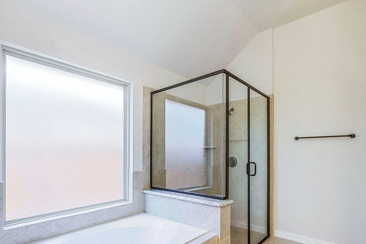 9816 Bitterroot Drive_Lorimar_Wildridge_020_Master Bathroom