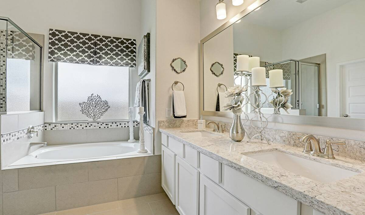Master bath_Casa Linda 32106 IMG 27_1c