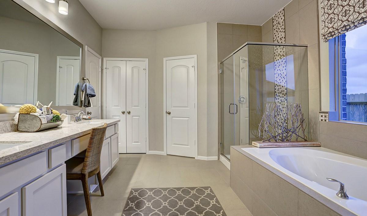 owners-luxury-bath_juniperII-staged-txhou